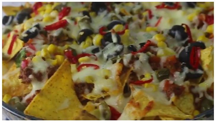 Cheesy beef nachos